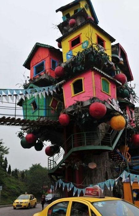Очень странная архитектура в Чунцине.