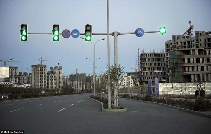 Перекресток в самом крупном китайском городе-призраке Ордосе.