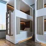 Кровати в комнатах хостела Cue Hotel