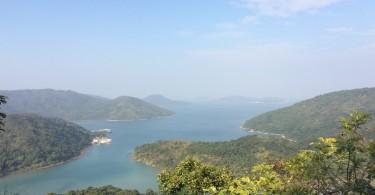 Вид на залив в Pak Tam Au