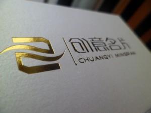 Визитка с золотым шрифтом