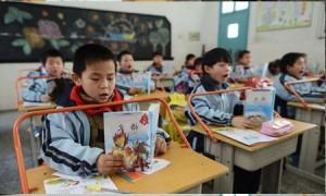Китайские школьники за партами Источник: https://www.echinacities.com/news/Wuhan-Primary-School-Customizes-Desks-to-Combat-Nearsightedness-in-Children