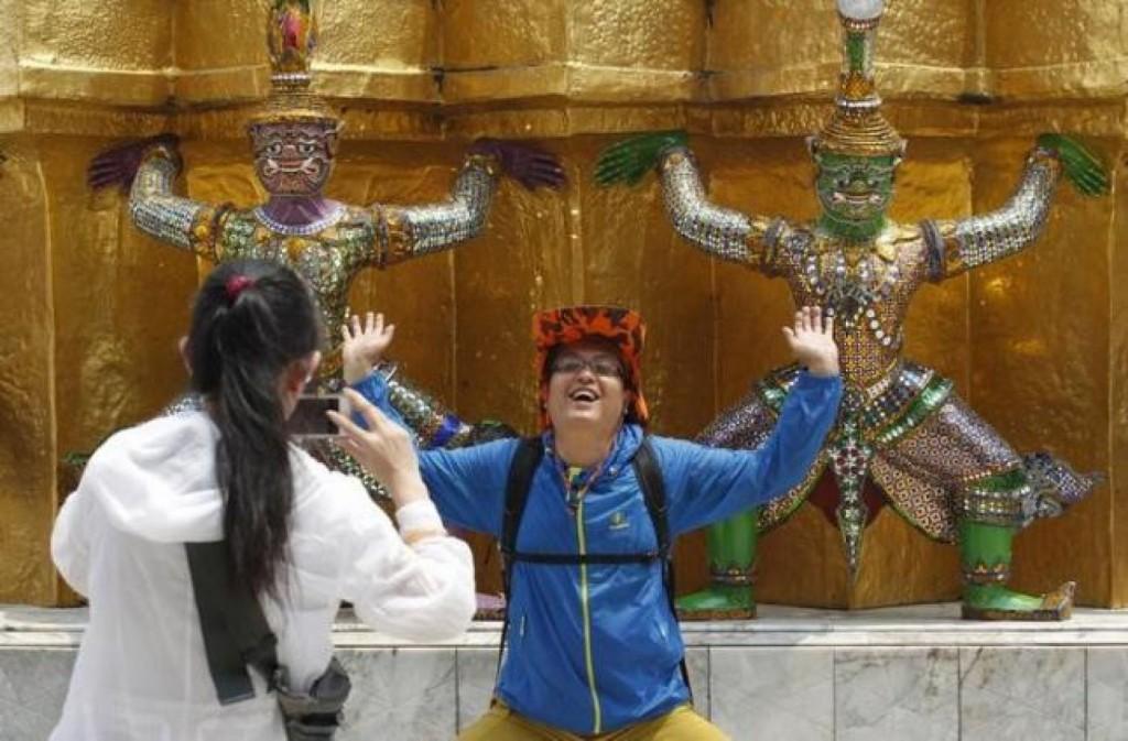 Китайцев заставят уважать чужую культуру. Источник: www.todayonline.com