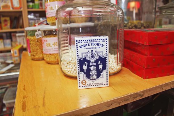 Белое цветочное масло. Источник: intothegloss.com