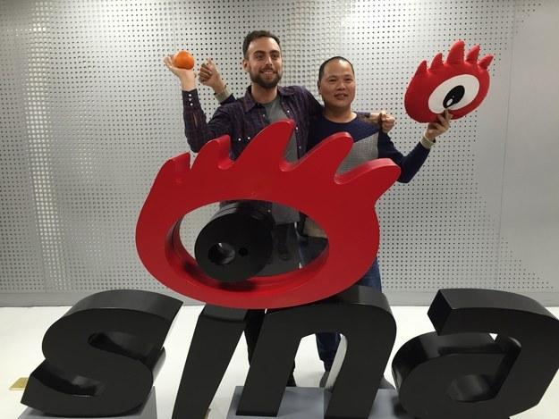 Бро и Мэтт в офисе Weibo