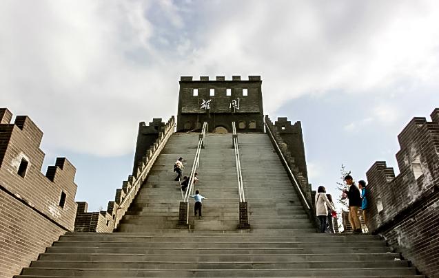 Дорогостоящий долгострой может привлечь туристов в Ухань. Источник: shanghaiist.com