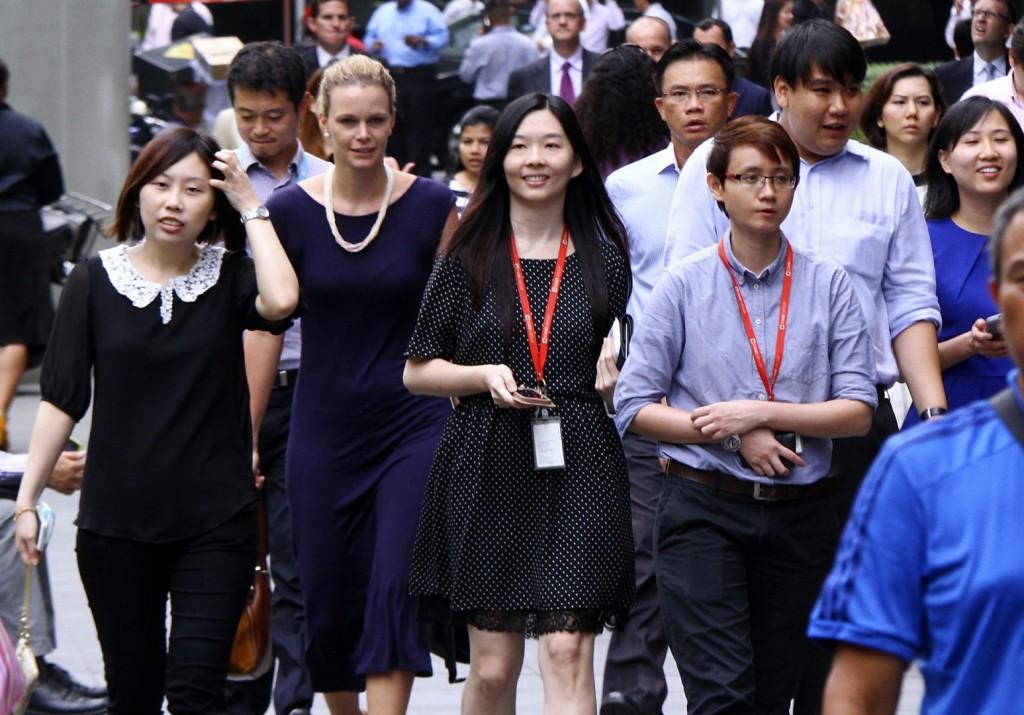 Улицы Гонконга в обеденный перерыв