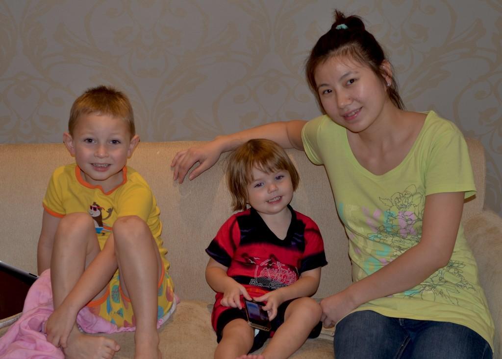 Китайская няня с детьми