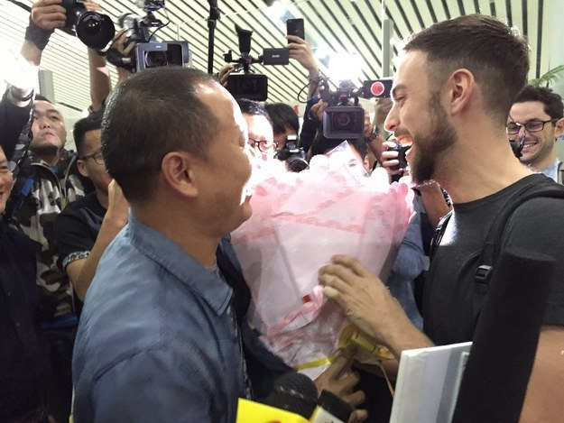 Встреча Мэтта и Бро в аэропорту