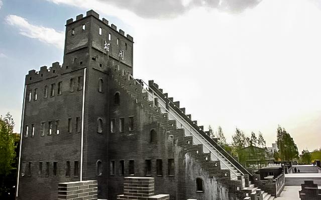 Особенно рьяно критикуют новую Стену в интернете. Источник: shanghaiist.com