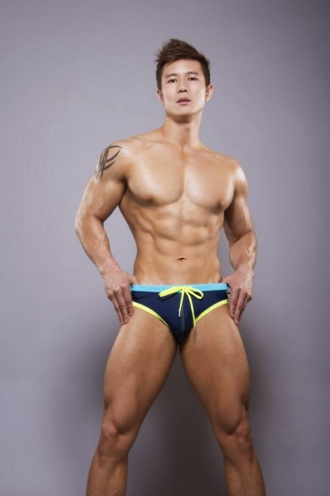 Peter Le в плавках. Источник фото - asianmusclefans.blogspot.com