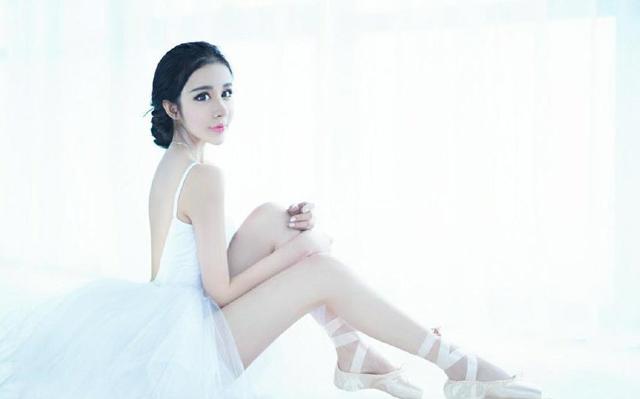 Поклонники говорят, что девушка настолько красивая, что на нее невозможно смотреть. Источник: shanghaiist.com