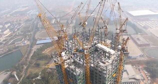 Рекордное строительство небоскреба в Китае