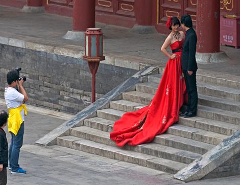 Свадебная фотография на подъеме. Источник: echinacities.com