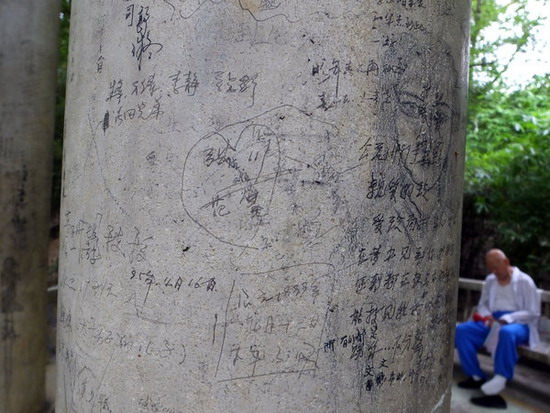 """Туристов, которые """"гадят"""" на родине, также обещают отслеживать. Источник: www.chinadaily.com.cn"""