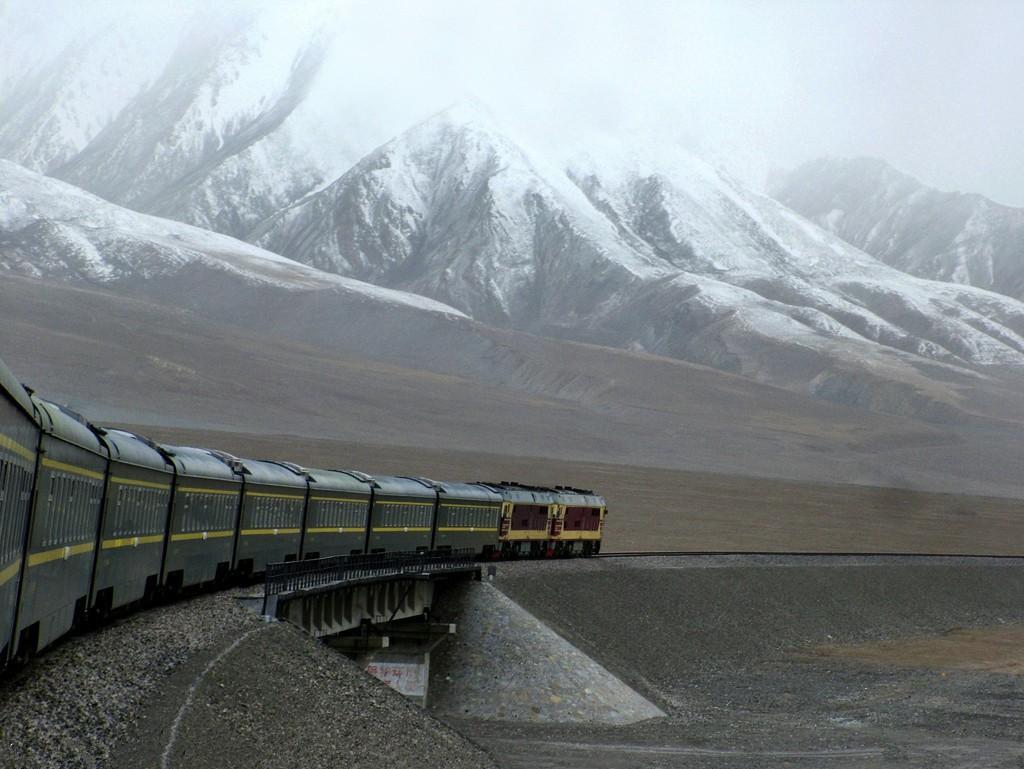 Самая высокогорная в мире железная дорога расположена в Китае