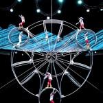 Момент из акробатического шоу в Шанхае