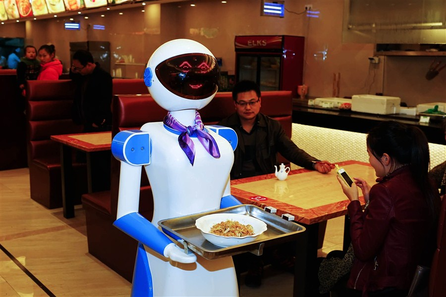 девушка-робот в китайской закусочной