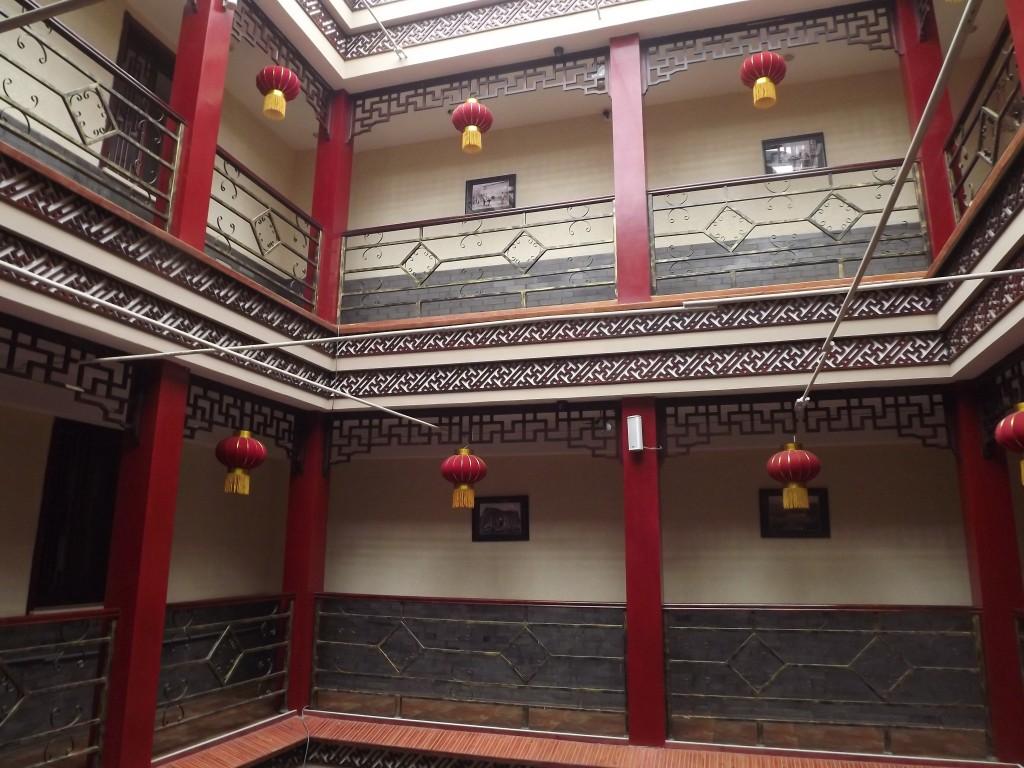 Три этажа квадратных двориков пекинской гостиницы