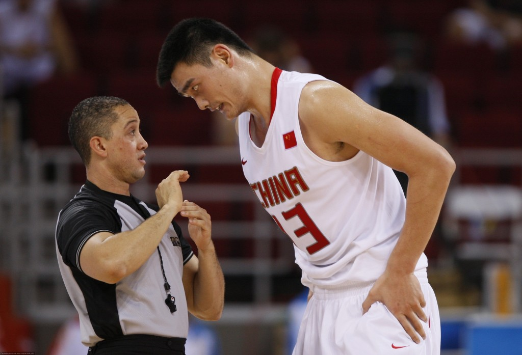 китайский баскетболист Яо Мин