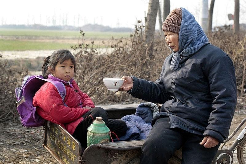 Китайцы с детства пьют горячую воду