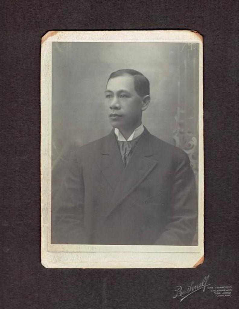 На фото китайский юрист Хонг Енг Чанг, которому 125 лет назад запретили вести юридическую практику в Калифорнии Источник: https://www.sacbee.com