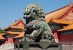 Бронзовый лев в Запретном городе в Пекине