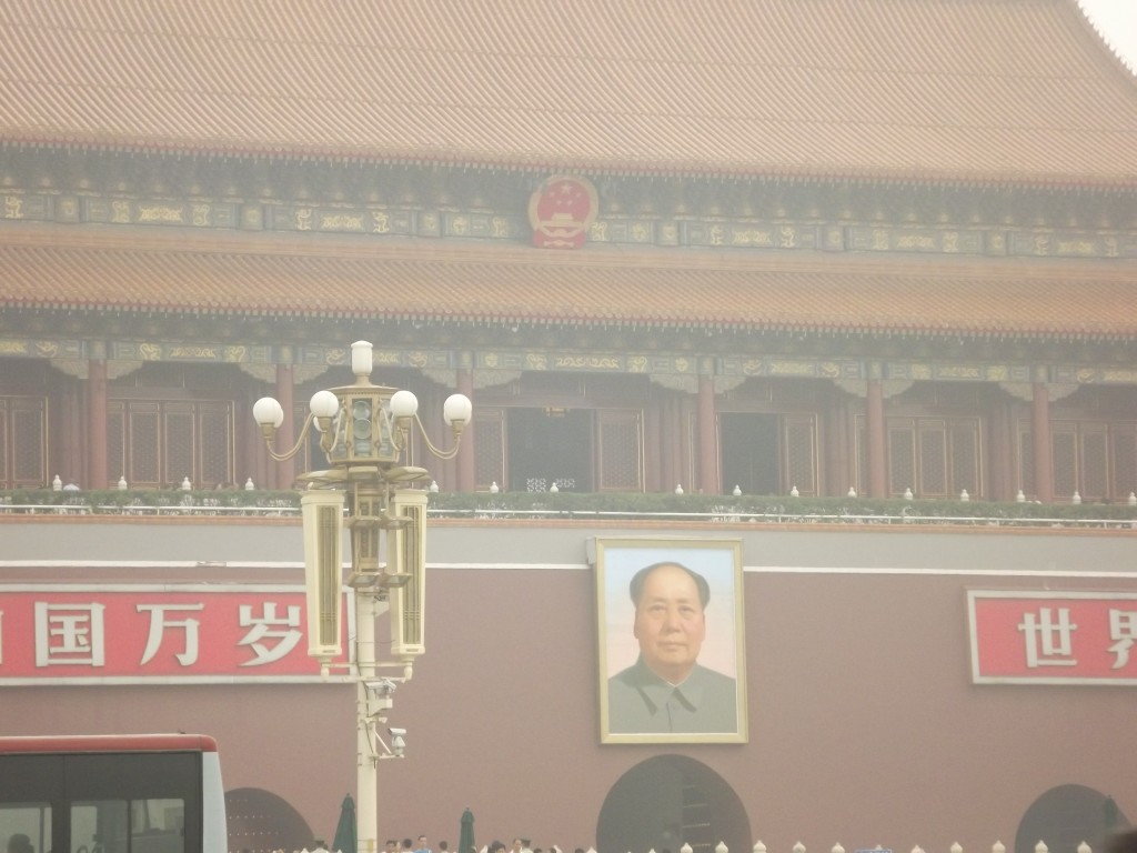 Мавзолей на площади Тяньаньмэнь.