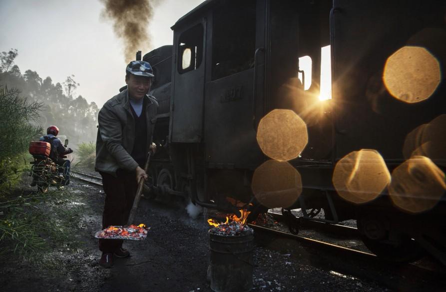Машинист. 29 марта 2015. Провинция Сычуань. Источник: huffingtonpost.com