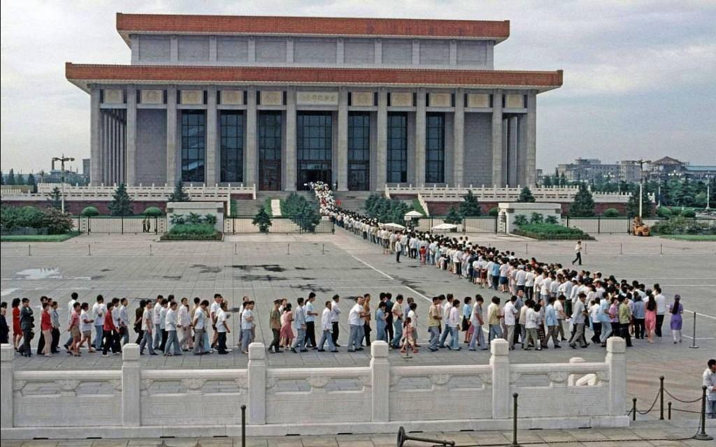 Очереди возле мавзолея Мао Цзэдуна