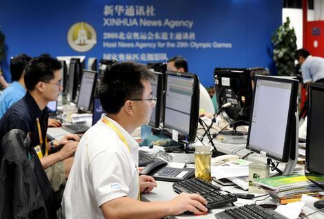 Китайские журналисты за работой. Источник: www.antena3.ro