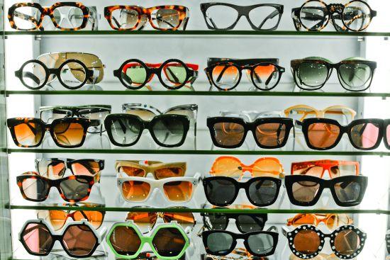 Огромный выбор оправ вы найдете в магазине Woo Ping Optical. Источник: hk-magazine.com