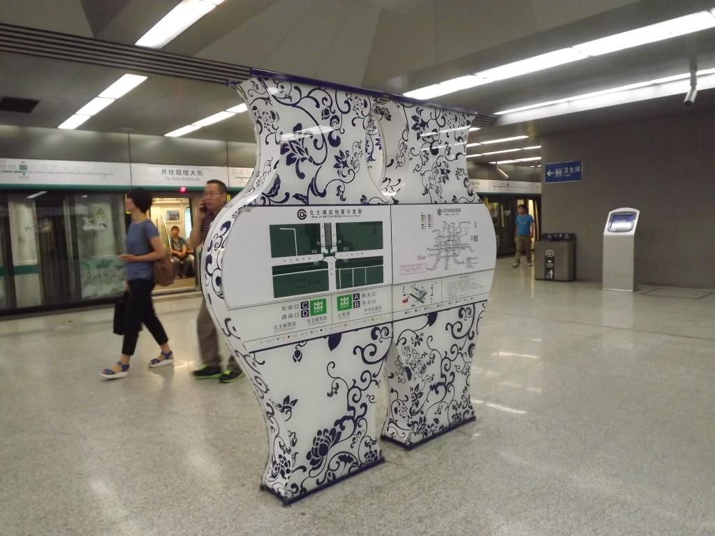 Пекинская подземка современная и просторная