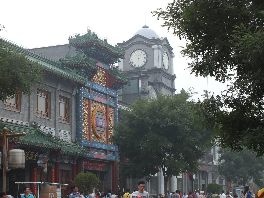 Башенки часов на улице Qinmen. Фото автора.
