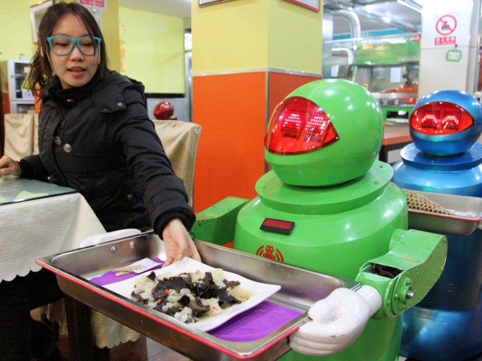 роботы в ресторане Харбина