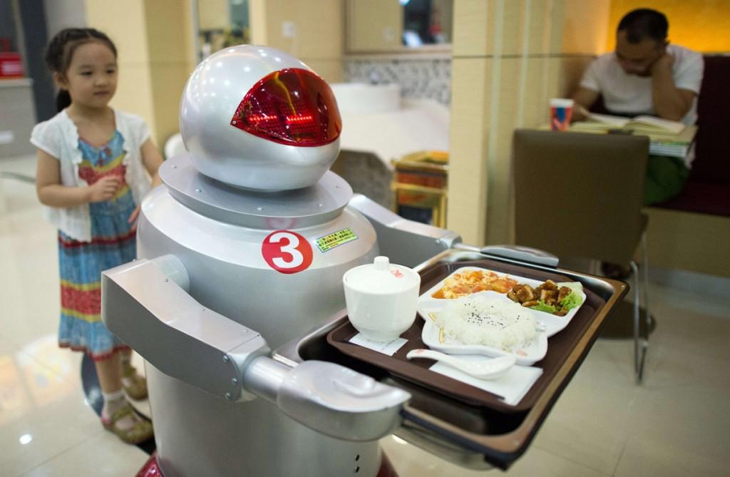 Робот-официант в ресторане, Куньшань