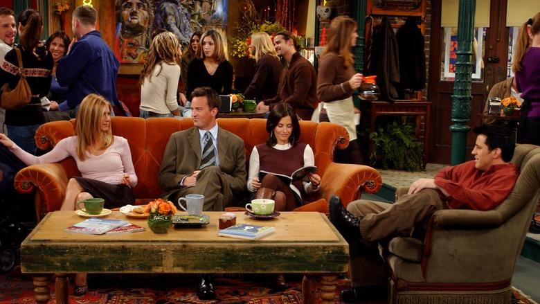 """Герои сериала """"Друзья"""" сидят в Central Perk  Источник www.blog.bytequeeugosto.com.br"""