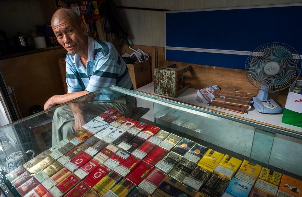 Торговец сигаретами в Китае