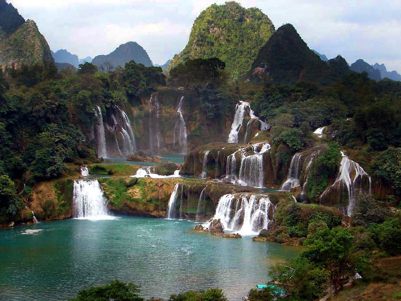 Водопад в горах Байюньшань. Источник фото - gidvoyage.com
