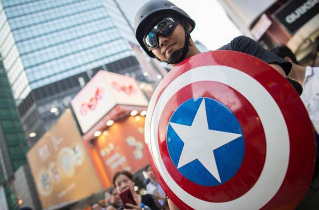 """Всех """"протестантов"""" в мире обязательно должны оплачивать США. Источник: listverse.com"""