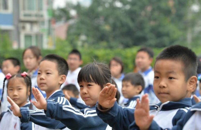 Детей обучают антитабачным жестам