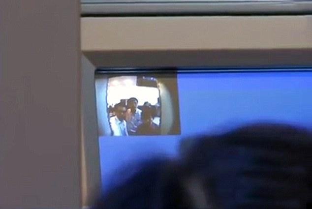 Банкомат сканирует лицо, чтобы не допустить мошенничества. Источник: www.dailymail.co.uk