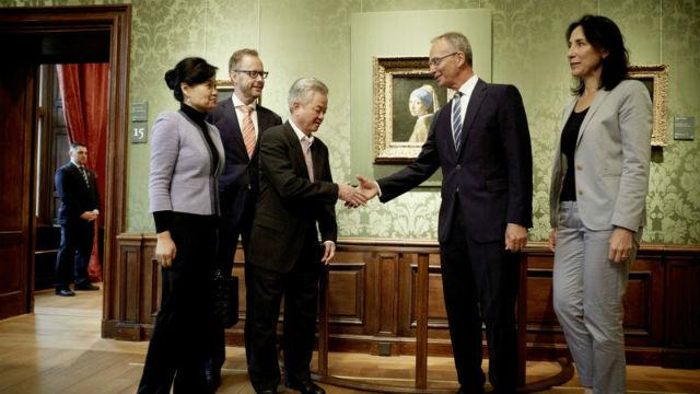 Руководителей группы встречал министр экономики страны. Источник: nos.nl