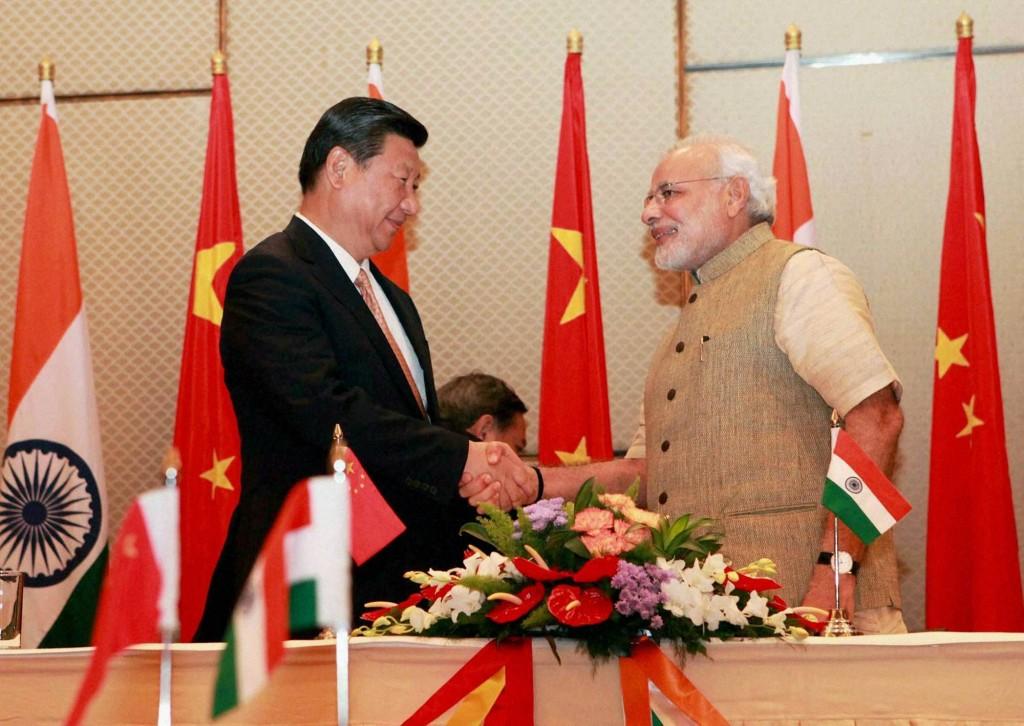 Слева направо: Наренд Моди и Си Цзиньпин