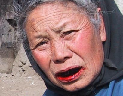 женщина с красными губами от бетеля
