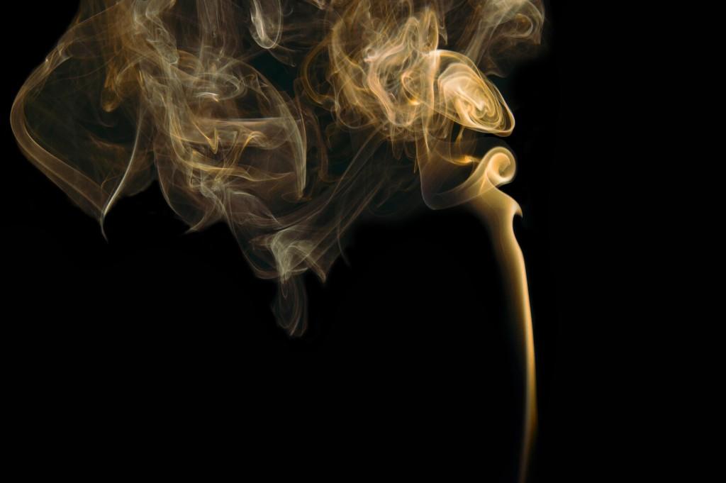 В Китае курят везде и всюду. Источник: unsplash.com