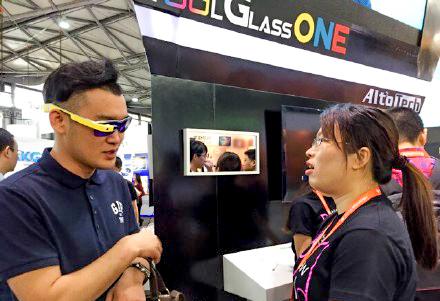 Очки могут зарядиться за 15 минут. Источник: weibo.com