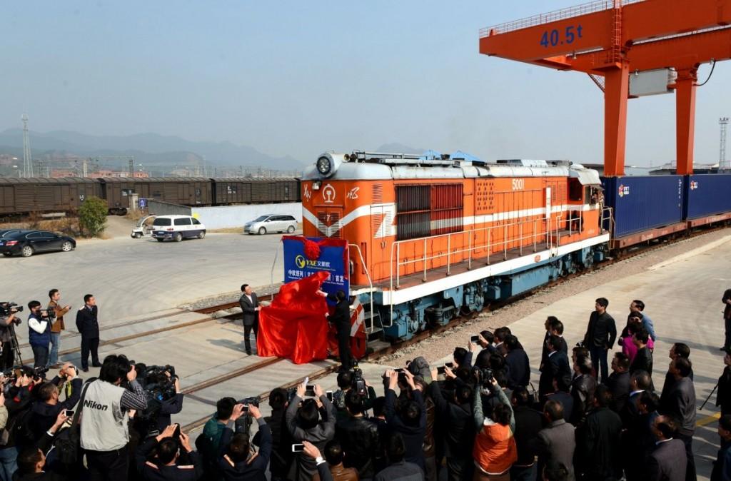 Отправка грузового поезда из города Иу (ноябрь 2014 года)
