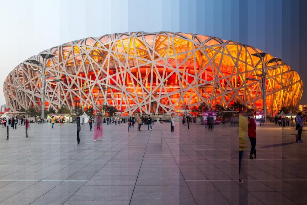 Не волнуйтесь, «кузов» национальной спортивной арены Пекина, открытой специально к Олимпиаде 2008 года, был сделан не из нефрита. Но медали, изготовленные для этих соревнований, специально инкрустировали этим камнем. Кроме того, на время проведения главный спортивных игр планеты цены на нефрит взлетели до небывалых высот. Да, спрос на него был огромен, ведь каждый посетитель китайской столицы хотел прихватить с собой домой какое-нибудь изделие из благородного камня. Что уж говорить об объемах его контрабанды из России в Поднебесную! В 2008 году на черном рынке благодаря нефриту наш брат заработал миллиарды долларов.