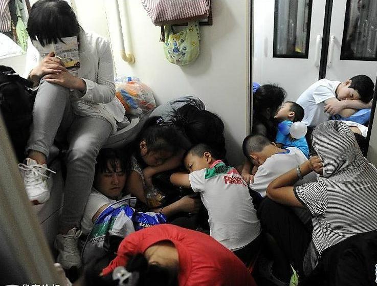 Толпа в китайском поезде